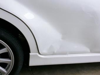 小さな傷やヘコミなども、錆びれば愛車を傷めてしまいます